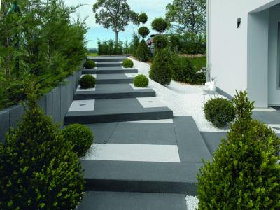 Stufen und Wegeinfassungen